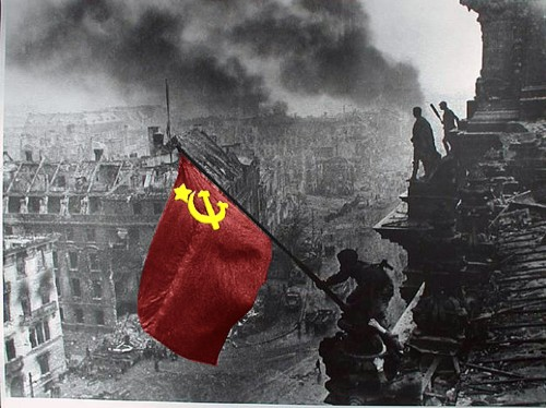 soviet_flag_at_reichstag